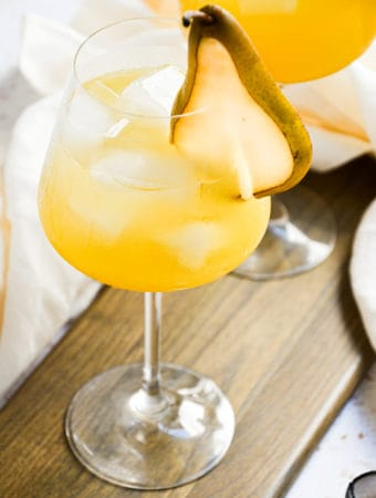 honey lemon ginger gin cocktail with prosecco