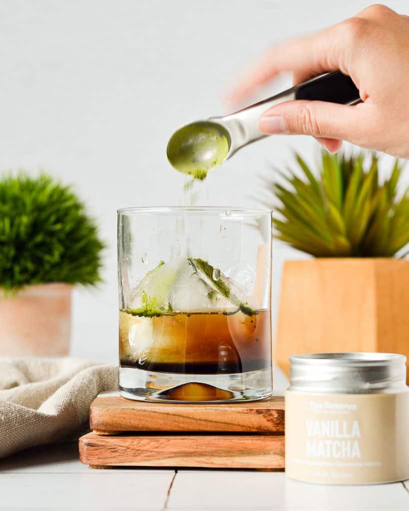 Matcha Gin Fizz - adding matcha