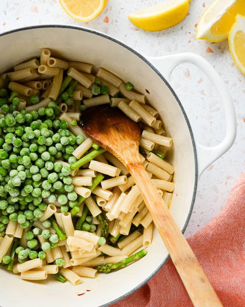 frozen peas in a veggie pasta dish